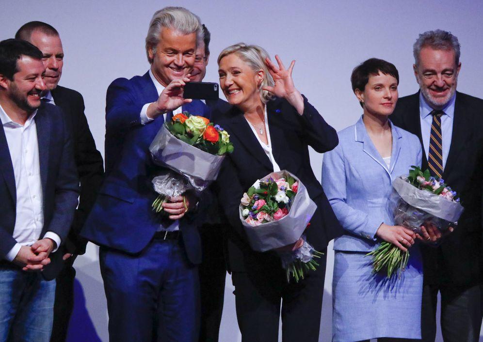 Foto: Marine Le Pen (c) y Geert Wilders durante el congreso de líderes del ultraderecha celebrado en Coblenza, Alemania (Reuters).