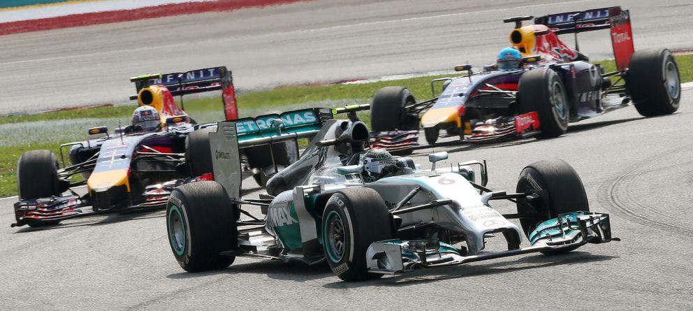 Foto: Nico Rosberg, Daniel Ricciardo y Sebastian Vettel, durante el Gran Premio de Malasia de Fórmula 1. (EFE)
