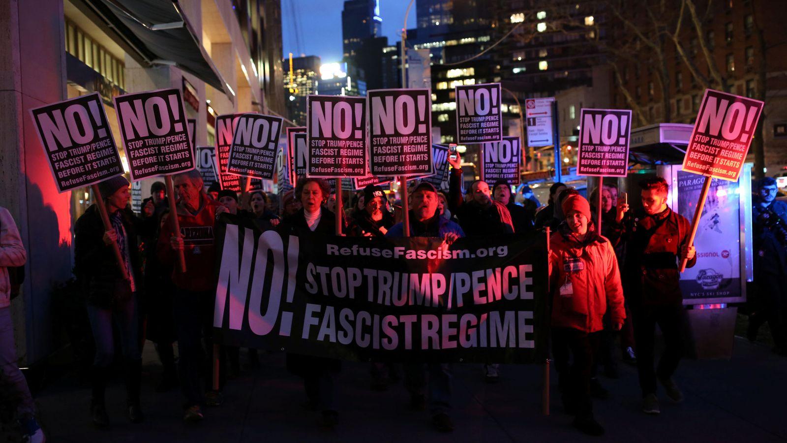 Foto: Manifestación en Nueva York para convocar una campaña contra Trump. (Reuters)