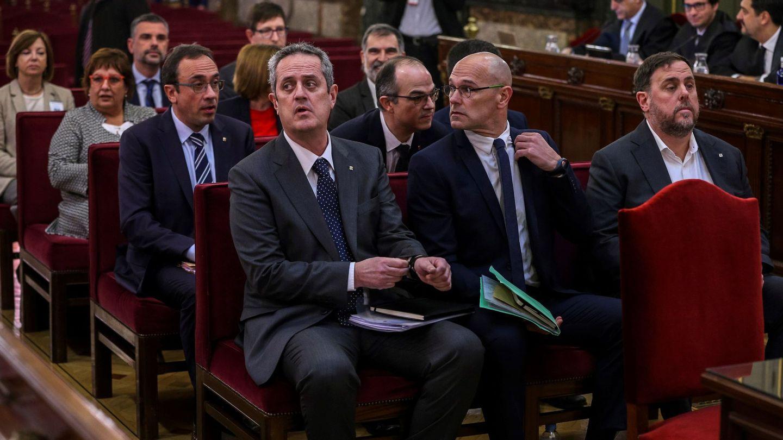 Junqueras, a la derecha y en primera fila, durante el juicio en el Supremo. (EFE)
