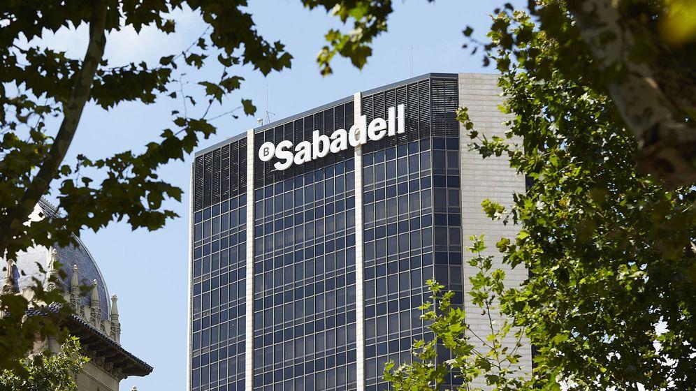 Foto: El edificio dentral del Banco Sabadell. (EFE)