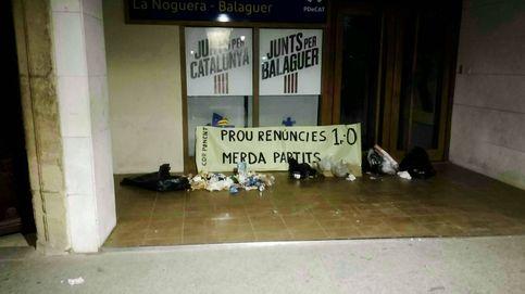 Los CDR dejan basura y excrementos en algunas sedes del PDeCAT y ERC