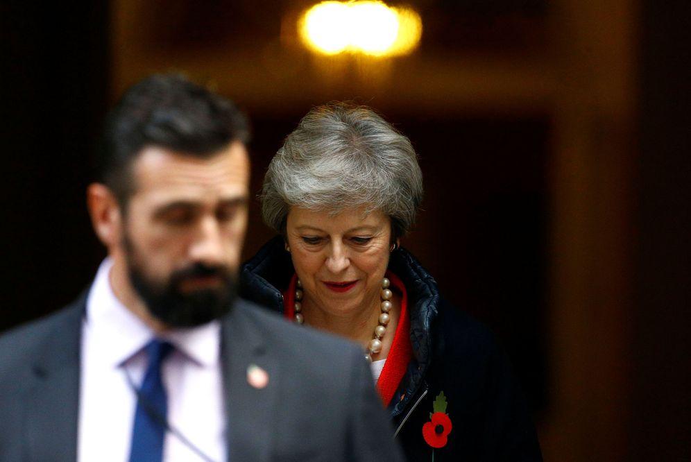 Foto: Theresa May abandona el 10 de Downing Street, en Londres. (Reuters)