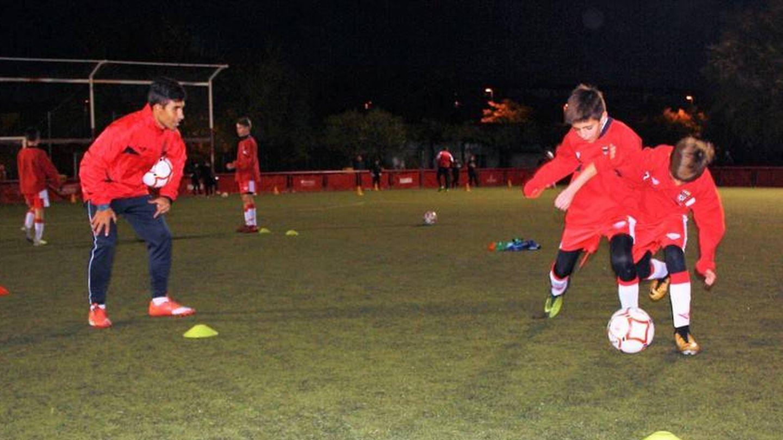 Niños entrenando de la Federación de Fútbol de Madrid: (FFM)