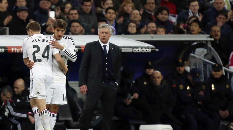 Foto: Illarramendi, sustituido por Lucas Silva, con Ancelotti detrás de ellos (REUTERS)