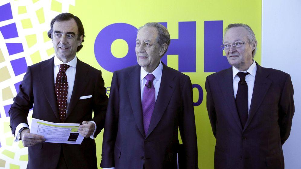 Foto: El presidente de OHL, Juan Miguel Villar Mir (c), junto al consejero delegado, Josep Piqué (d), y el vicepresidente primero de la compañía, Juan Villar Mir Fuentes (i).
