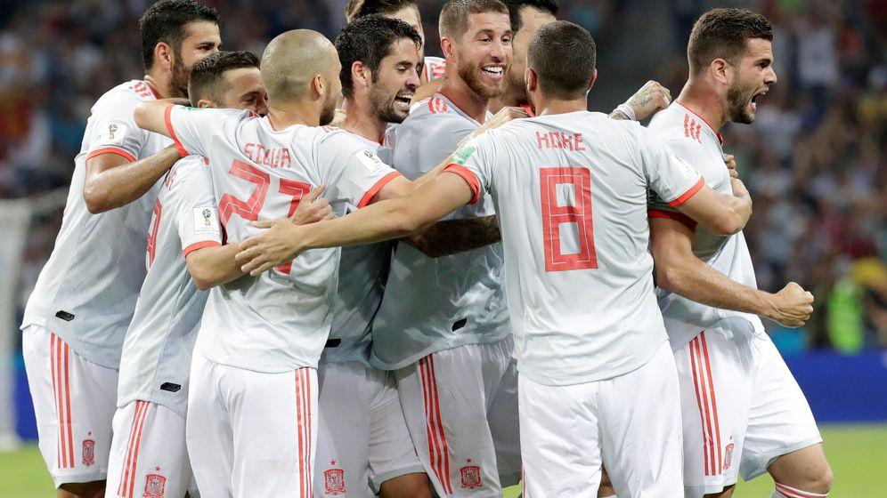 Foto: La Selección española, en su primer partido del Mundial en Sochi contra Portugal. (EFE)