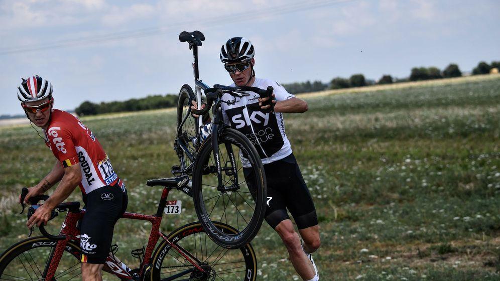 Foto: Froome se vio envuelto en una caída en el tramo final de la primeta etapa del Tour. (Reuters)