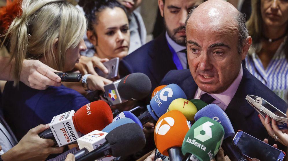 Foto: El ministro de Economía, Luis de Guindos, en el Congreso (Efe)