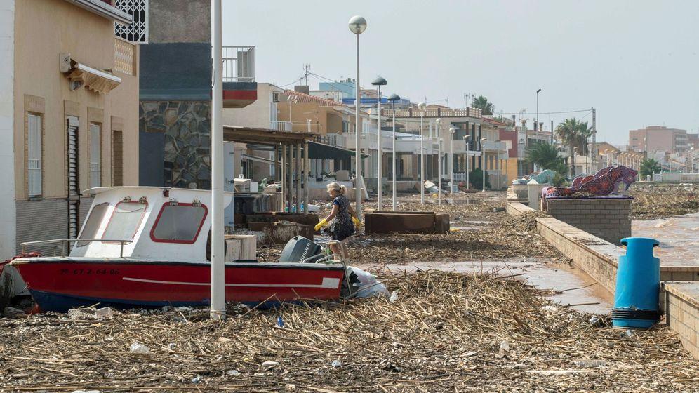 Foto: Aspecto que presentaba este domingo el paseo marítimo de Los Nietos (Cartagena) tras las inundaciones. (EFE)