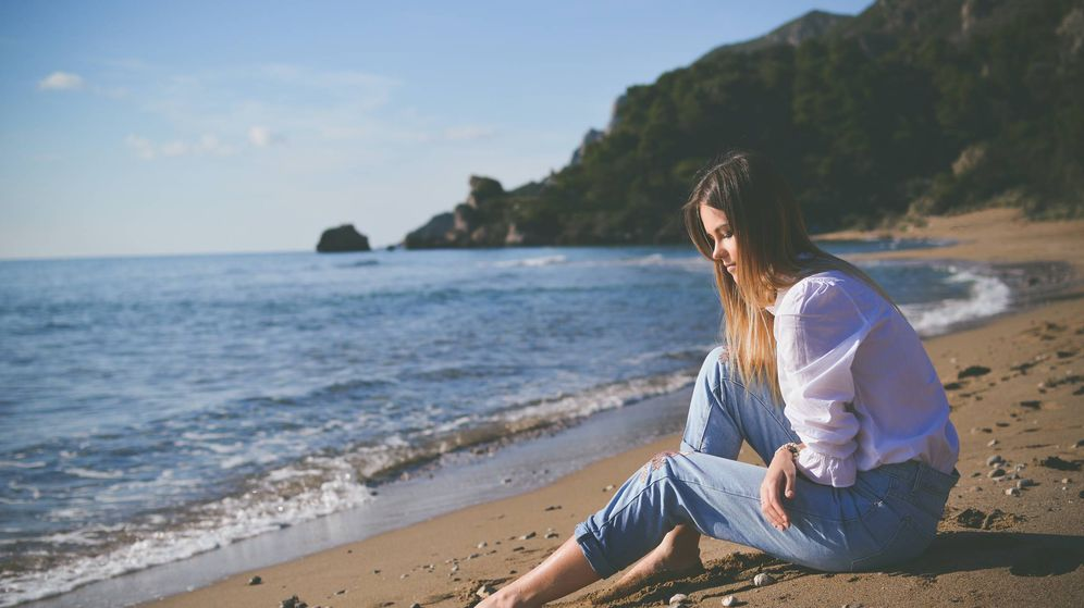 Foto: Playas de España que visitar estas vacaciones. (Tamara Bellis para Unsplash)