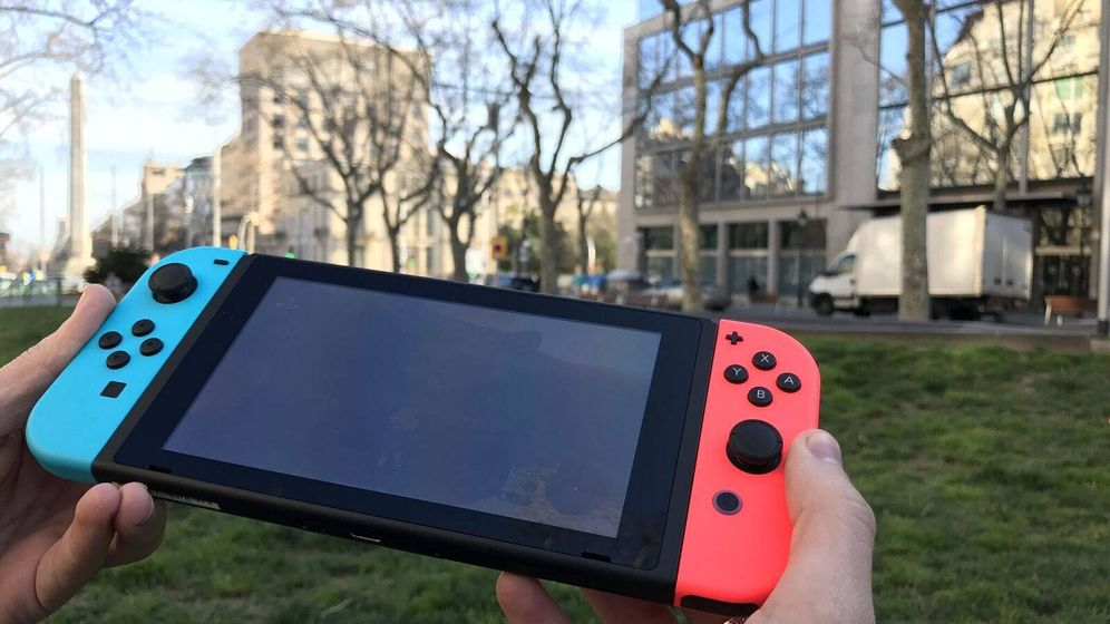 Foto: Es un poco aparatosa, pero la Switch es bastante manejable en modo portátil.