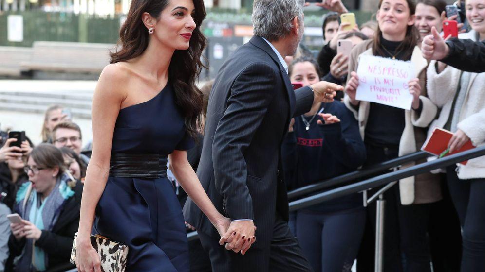 Foto: Amal y George Clooney en la gala People's Postcode Lottery. (Getty)