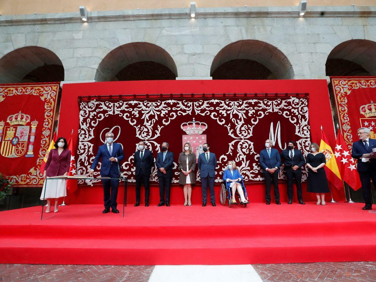 Foto: Isabel Díaz Ayuso junto a sus consejeros. (EFE)