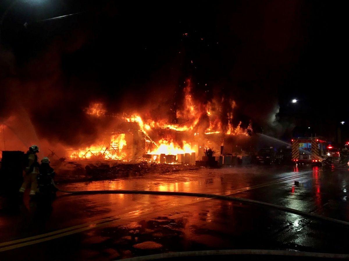 Foto: El incendio en un centro comercial de Kaohsiung, Taiwán (China). (Reuters)