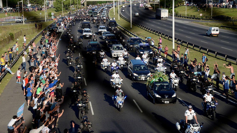 Maradona ya descansa en el cementerio tras una multitudinaria despedida en Argentina