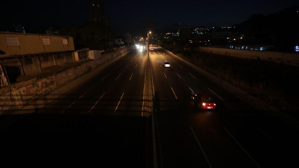 Foto: Vista de una carretera en Caracas durante el apagón, el domingo 10 de marzo de 2019. (EFE)