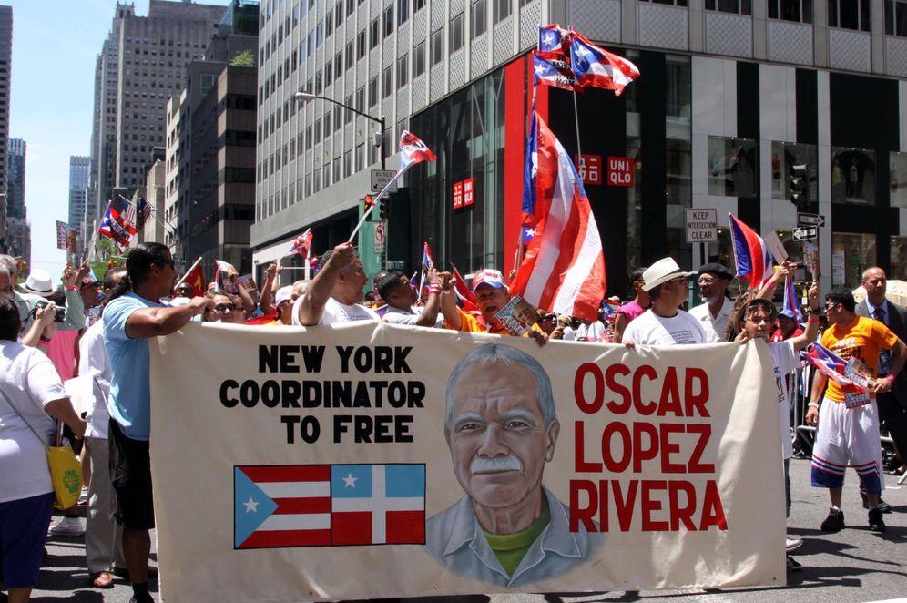 Foto: Un grupo de manifestantes pide en Nueva York la puesta en libertad de Oscar López Rivera (Efe).