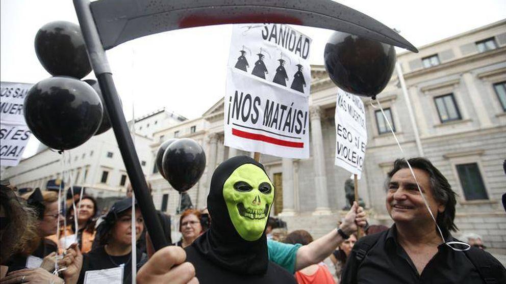 Cómo el 'lobby' de la industria reescribe las leyes sobre implantes en España y Europa
