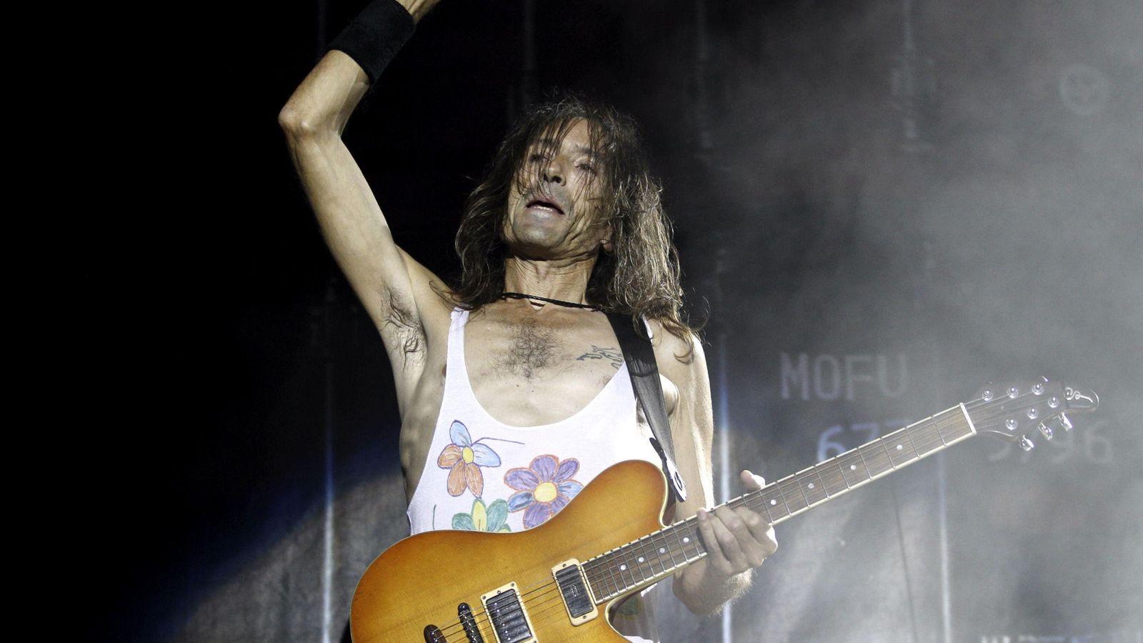 Foto: Robe Iniesta, en un concierto con Extremoduro.