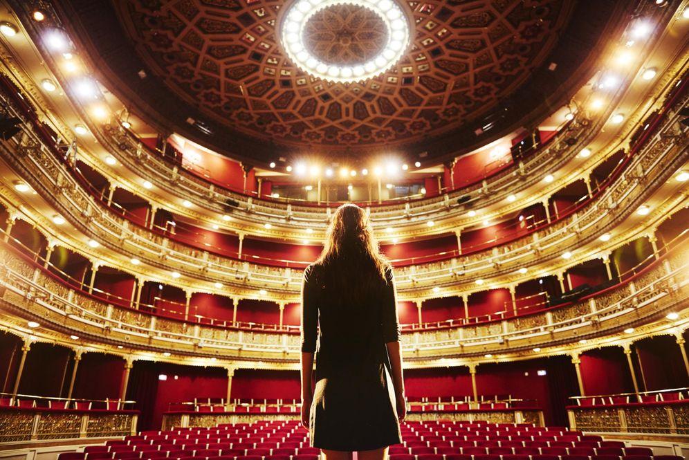 Teatro una obra para una sola persona el teatro cita a for Teatro de la laboral