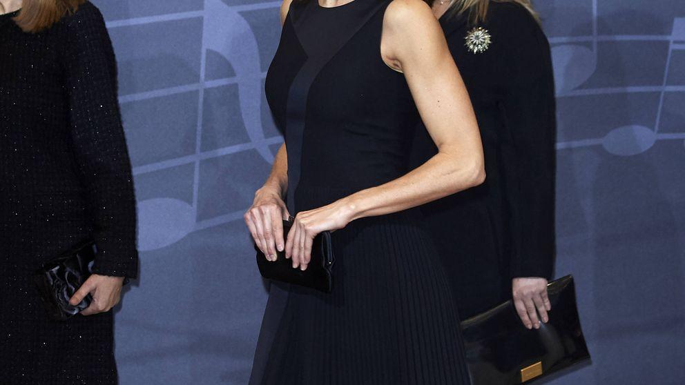 Si quieres los brazos de la reina Letizia o de Jennifer Aniston, tonifícalos con estos ejercicios que puedes hacer en casa