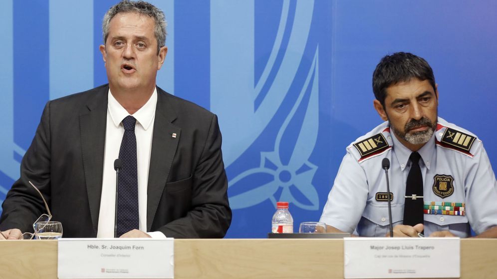 Foto: El 'conseller' de Interior, Joaquim Forn, junto al mayor de los Mossos d'Esquadra, Josep Lluís Trapero. (EFE)