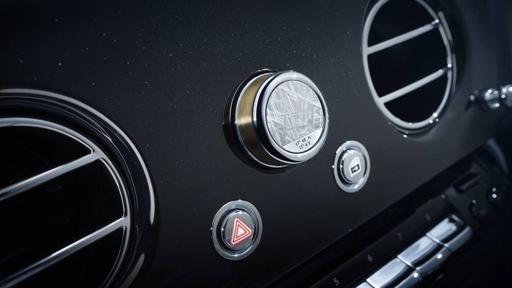 Foto: La pieza que incorpora fragmentos del meteorito está colocada en el centro del panel de mandos (Foto: Rolls-Royce)
