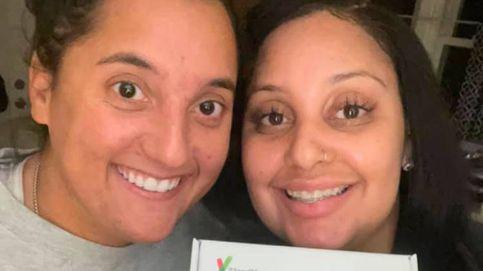 Dos compañeras de trabajo descubren por casualidad que son hermanas