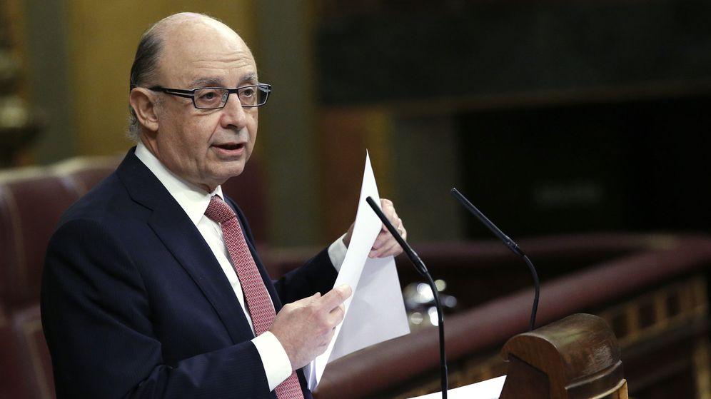 Foto:  El ministro de Hacienda, Cristóbal Montoro, durante su intervención este jueves en el pleno del Congreso (Efe).