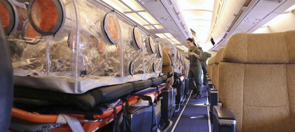 Foto: Imagen del interior del avión medicalizado para repratiar al religioso español. (EFE)