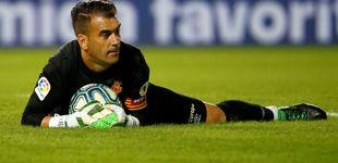 Post de El portero más en forma del fútbol español se llama Manolo Reina y milita en Segunda