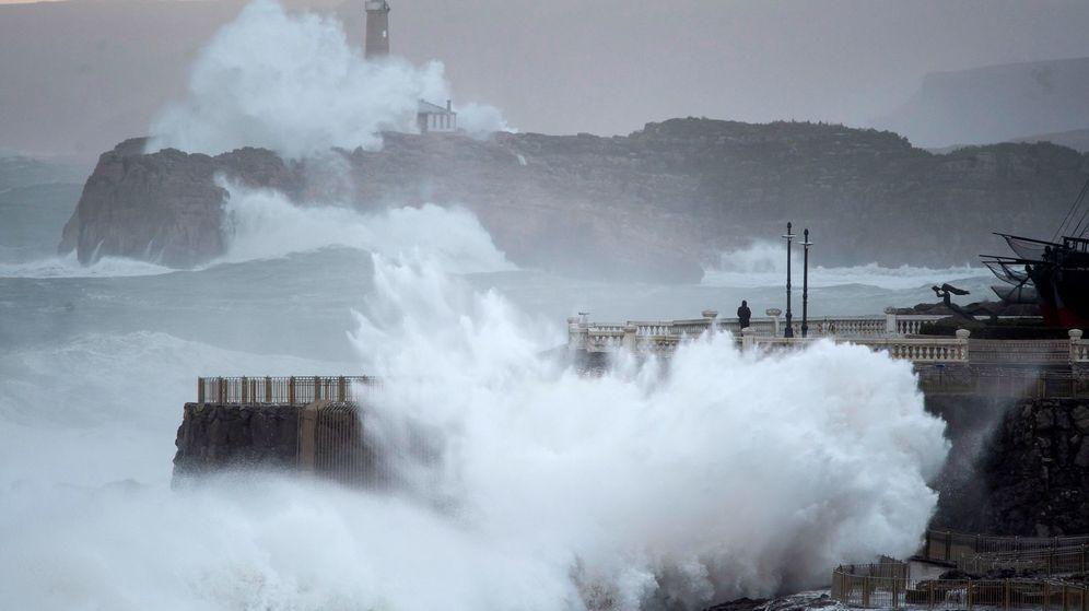 Foto: Cantabria, con alerta naranja, será una de las zonas más afectadas por los fenómenos costeros. (EFE)