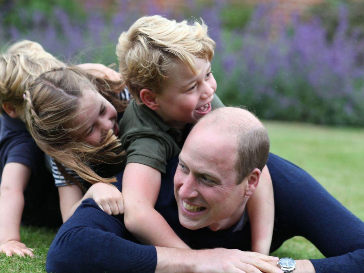 Foto: El duque de Cambridge y sus hijos. (Kensington Palace)