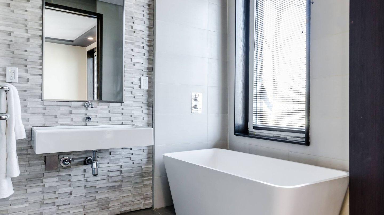 Alternativas al azulejo tradicional en el baño. (Chastity Cortijo para Unsplash)