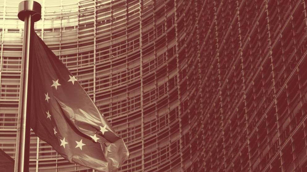 Foto: Bandera europea en la sede de la Comisión Europea. (Reuters)