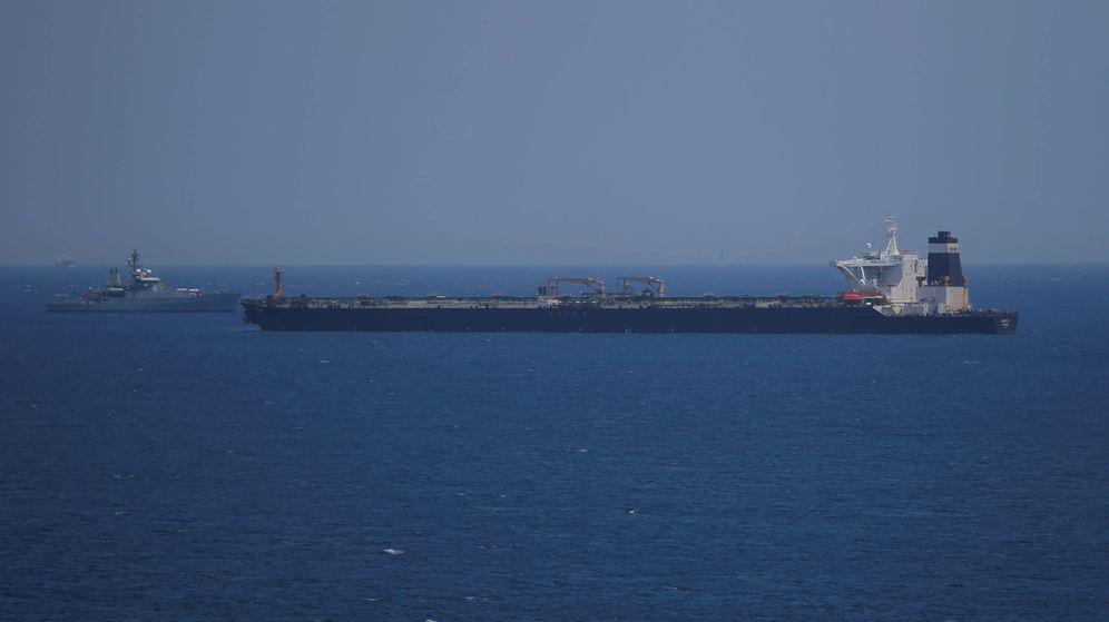 Foto: Petrolero británico en aguas iraníes. (Reuters)