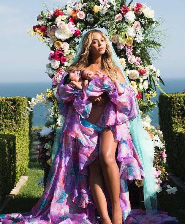 Foto: Beyoncé en la imagen con la que muestra a sus hijos.(Instagram)