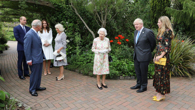 Isabel II, los duques de Cambridge, el príncipe Carlos y Camilla Parker junto a Boris Johnson y Carrie Johnson. (Getty)