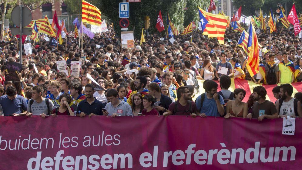 Foto: Manifestación de estudiantes en Barcelona cuatro días antes del referéndum del 1-O. (EFE)