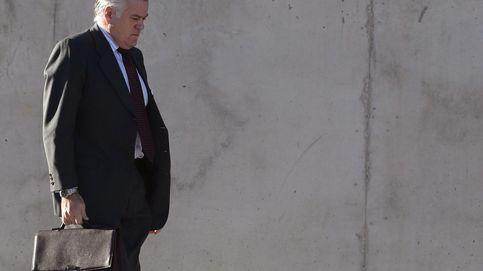 Otro frente para el PP: el juez De la Mata vincula la 'caja B' con nuevas adjudicaciones