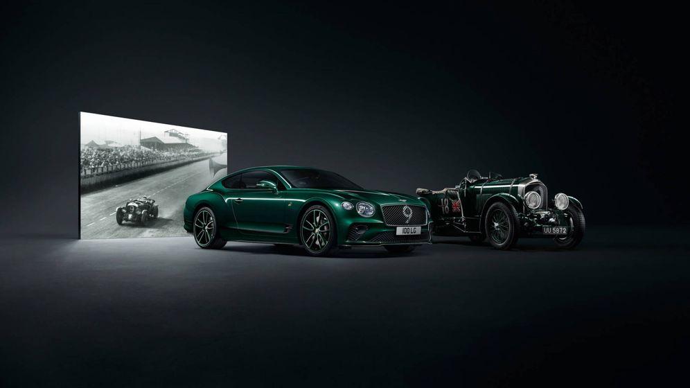 Foto: El nuevo modelo en serie limitada a 100 unidades junto a un Bentley Blower original de los años veinte.