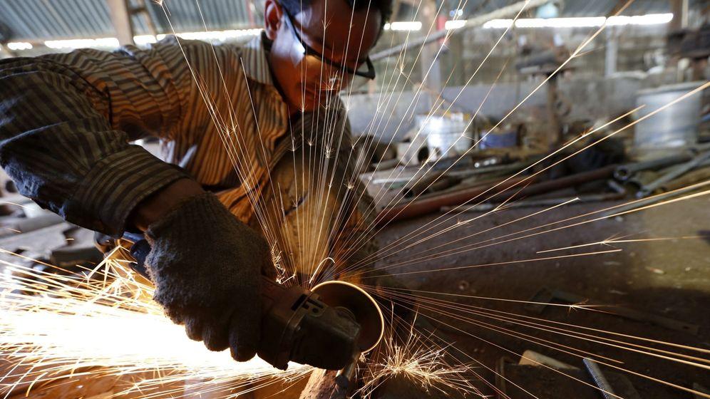 Foto: Una sierra circular como la que usó la mujer para amputarse la mano (EFE/Hotli Simanjuntak)