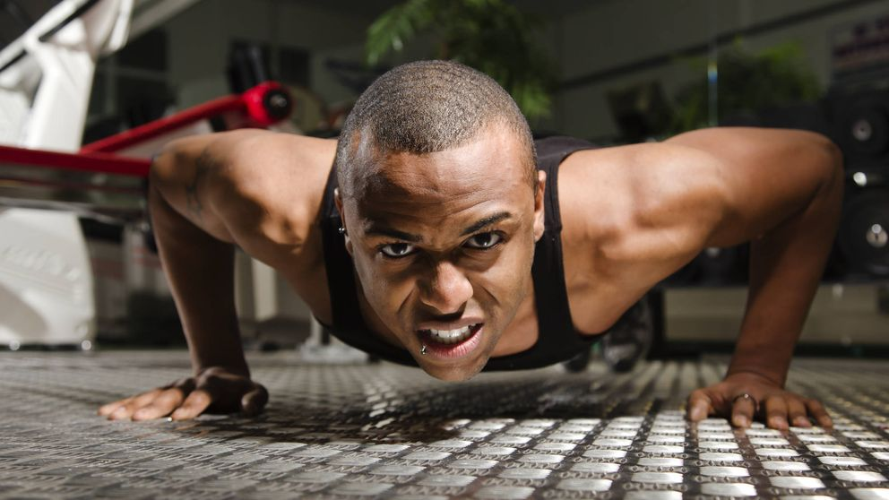 Los mejores ejercicios para hacer en casa si quieres adelgazar sin pisar el gimnasio
