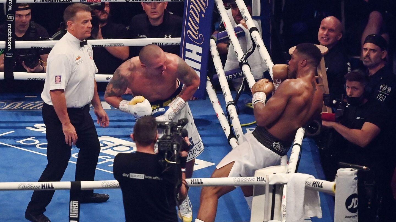 El ucraniano dejó a Joshua, literalmente, contra las cuerdas en el último asalto. (Reuters)