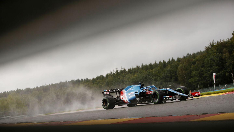 Fernando Alonso bajo la lluvia. (Reuters)