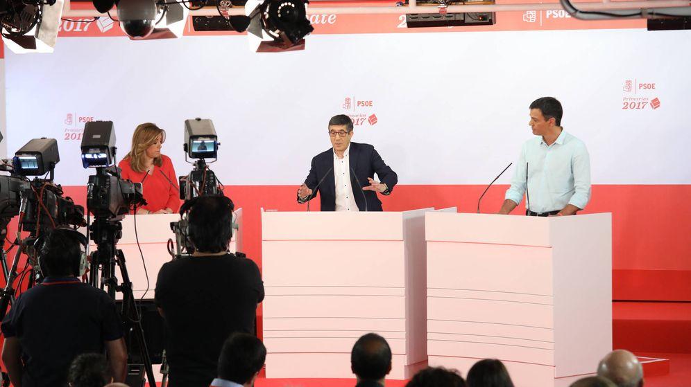 Foto: Susana Díaz, Patxi López y Pedro Sánchez, durante el debate a tres en la sala Ramón Rubial de Ferraz. (Eva Ercolanese | PSOE)