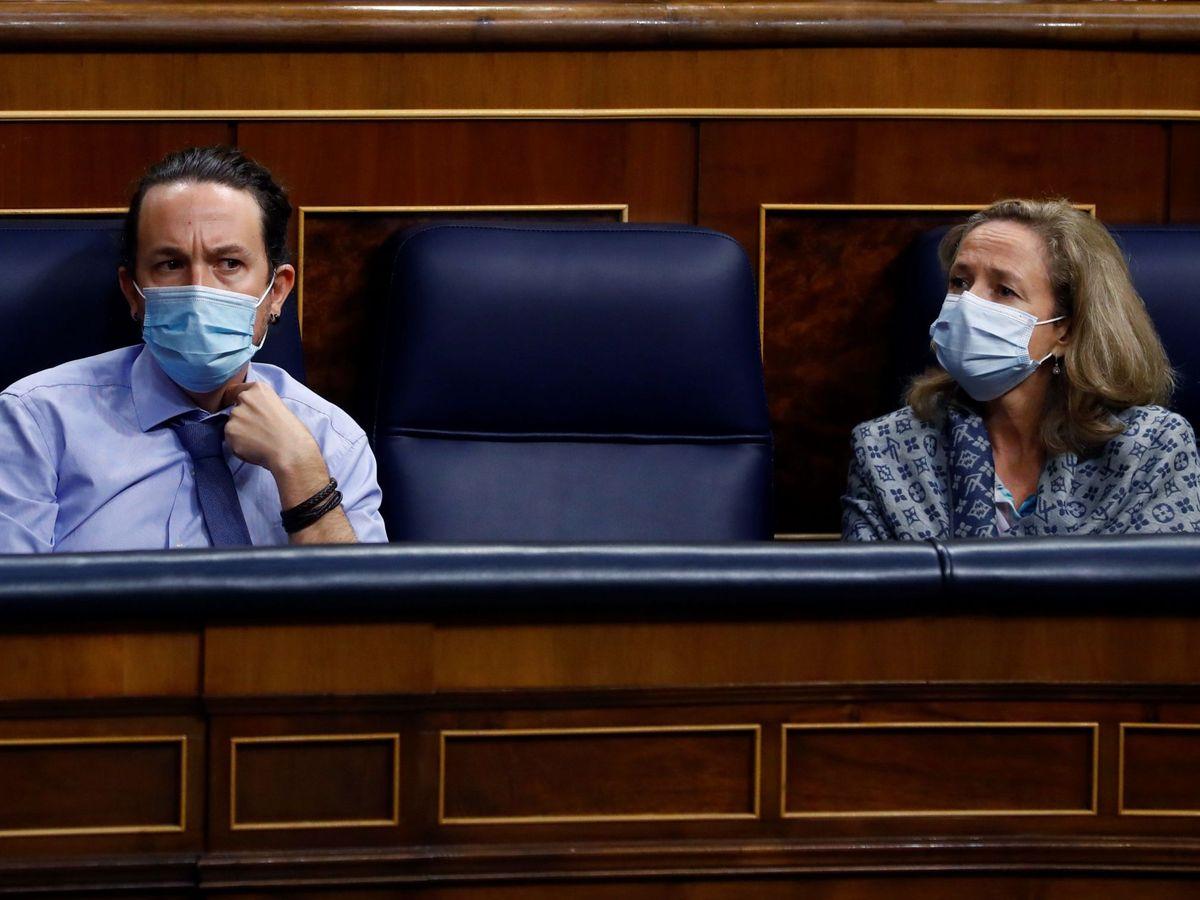 Foto: El vicepresidente segundo del Gobierno, Pablo Iglesias, y la vicepresidenta económica, Nadia Calviño. (EFE)