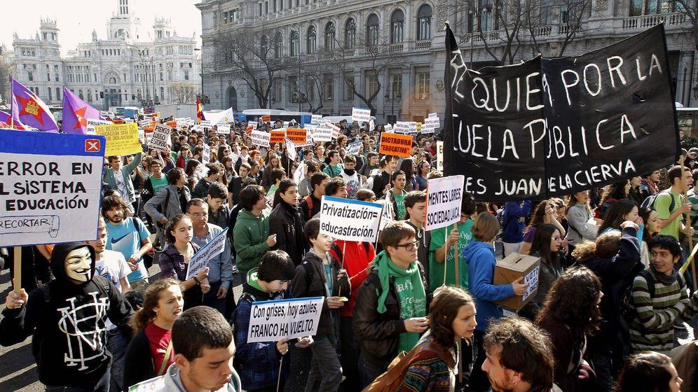Foto: Estudiantes protestan en Madrid contra los recortes en la educación pública. (EFE)