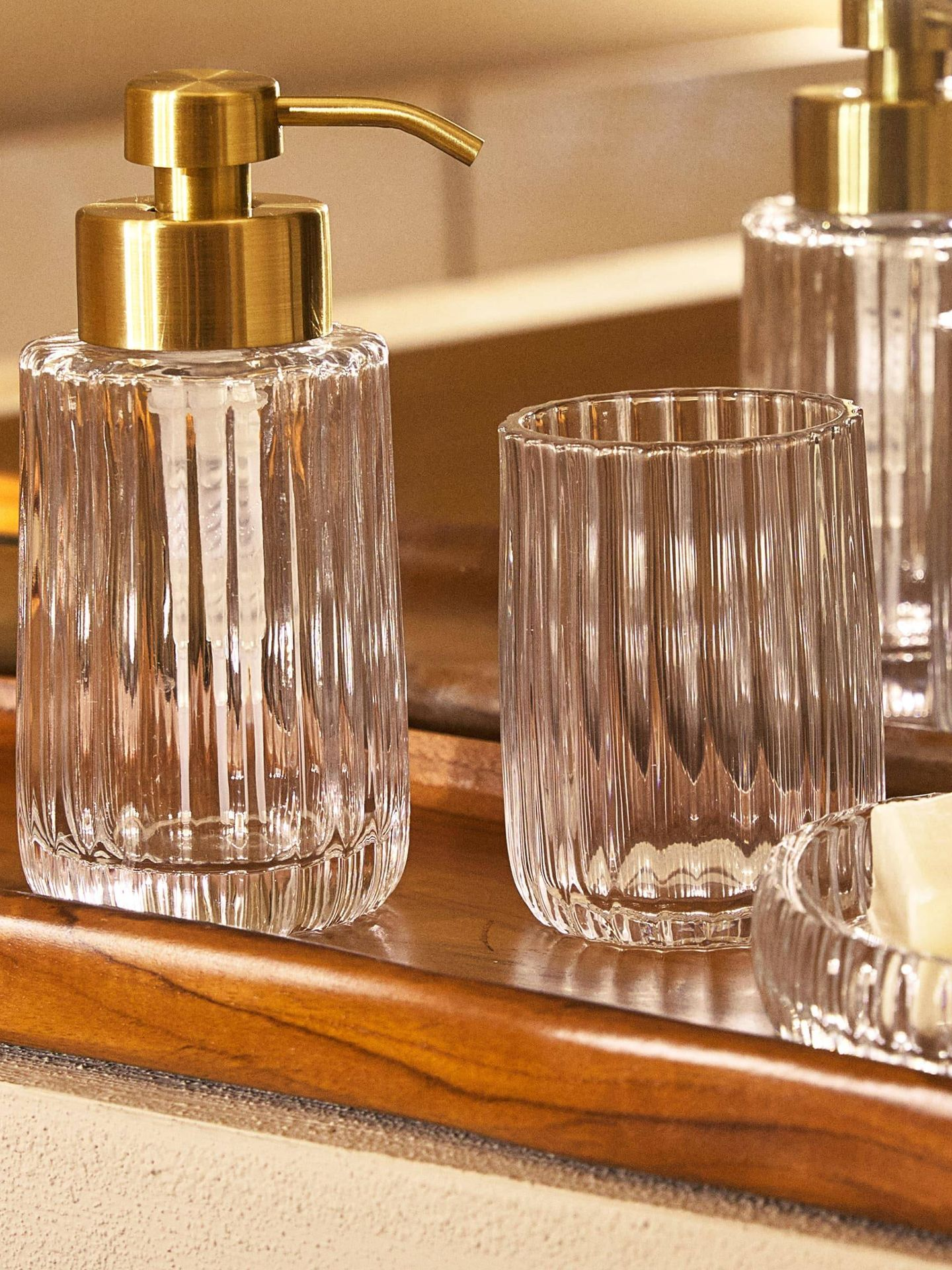 Convierte tu baño en un spa con este complemento de Zara Home. (Cortesía)